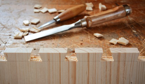 Making a dovetail joint with dovetail chisel